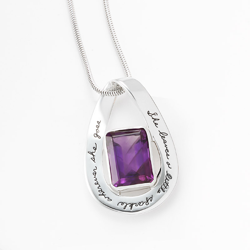 Pendant with engraved quote - She leaves a little sparkle wherever she goes. | BB Becker | Inspirational Jewelry